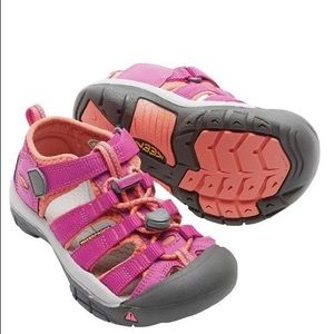 KEEN. Coral/Hot Pink. Sandals
